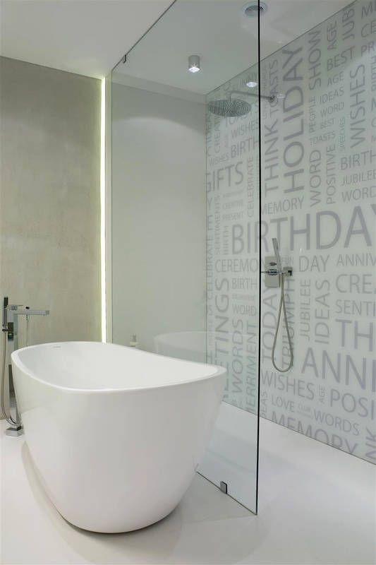W Tej Lazience Pomyslowo Wygenerowano Miejsce Na Wanne I Prysznic Strefe Natrysku Bez Bathroom Remodel Pictures Bathroom Design Decor Bathroom Renovation Diy