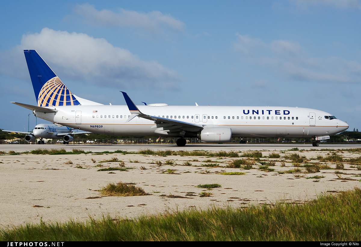 N69829 United Airlines Boeing 737900ER Planes And
