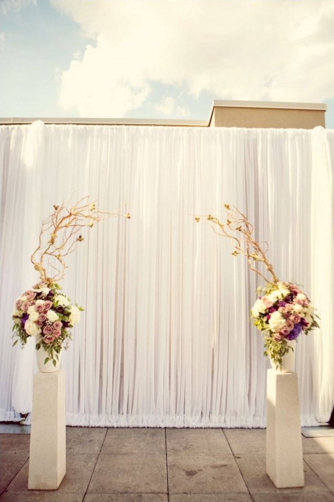 30 Simple Wedding Backdrop Ideas For Your Wedding Ceremony ...