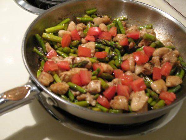 Balsamic Chicken and Veggies - http://goo.gl/AVAANF