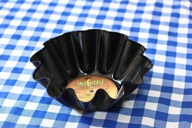 Bowls realizados con discos de vinilo.