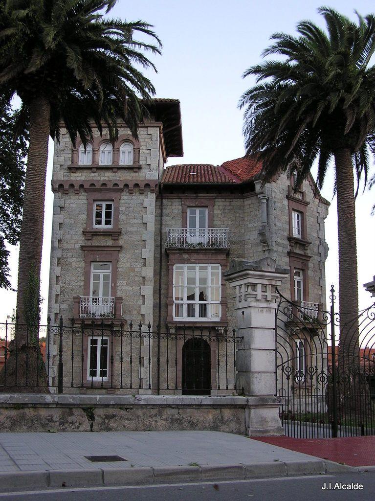 Casa de Piedra. Colombres, Asturias. www.elfarodeasturias