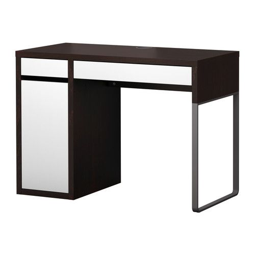micke bureau ikea passe c bles et compartiment l 39 arri re garde les prises et les c bles hors. Black Bedroom Furniture Sets. Home Design Ideas