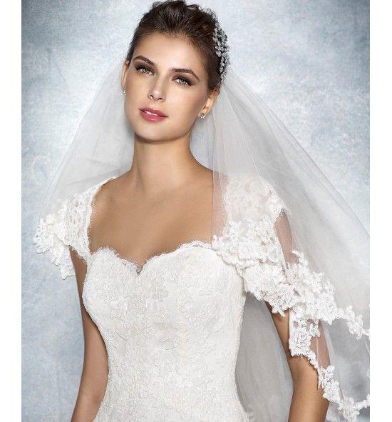 Janina, Vestido de novia White One. De encaje con escote nube a la espalda