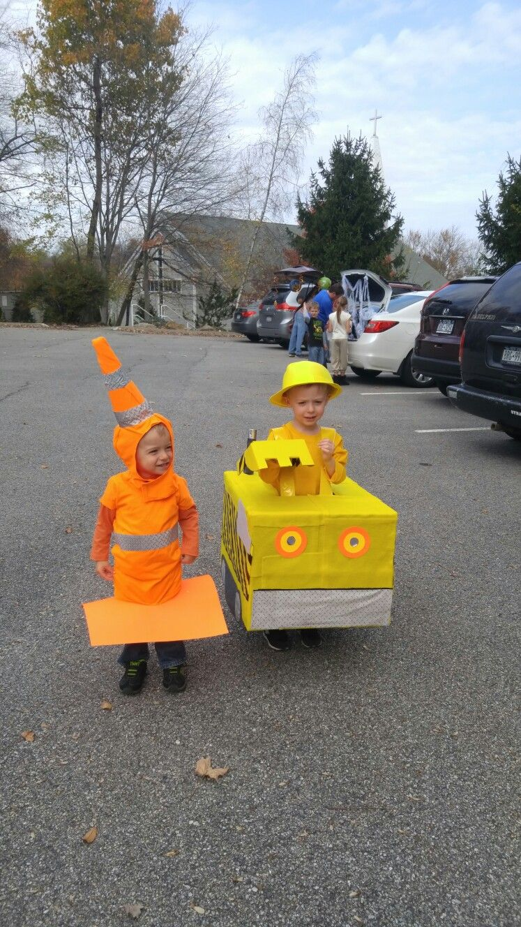 Halloween costumes 2016: Aidan wanted to be a giant excavator and wanted his little brother to be a cone. done!