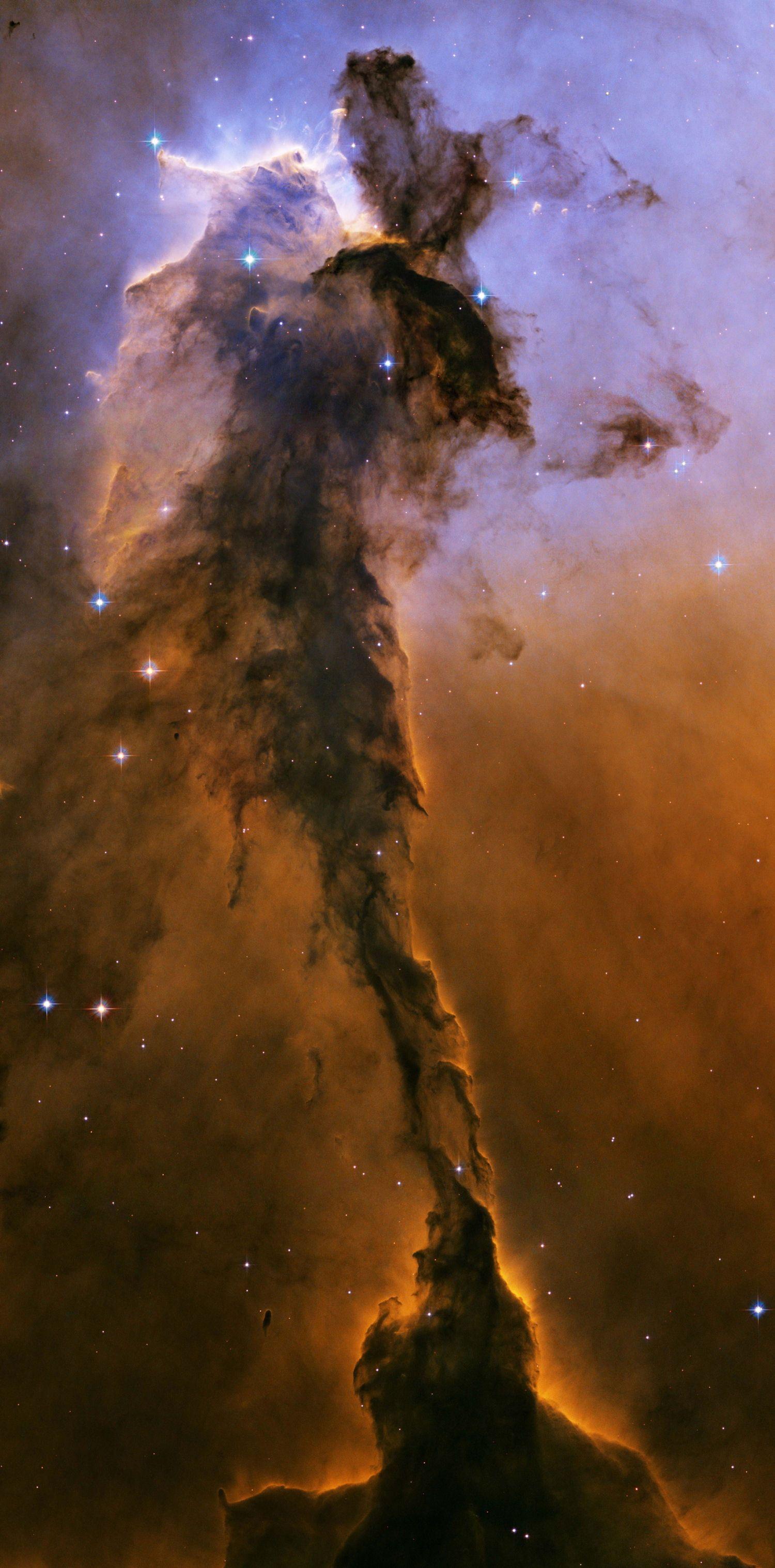 Les 10 plus belles nébuleuses de l'univers is part of Hubble images - Composées de gaz et de poussières interstellaires, les nébuleuses jouent un rôle clé dans la formation des étoiles  Prenant d'impressionnantes formes et couleurs, la NASA a capturé les plus belles grâce à ses télescopes