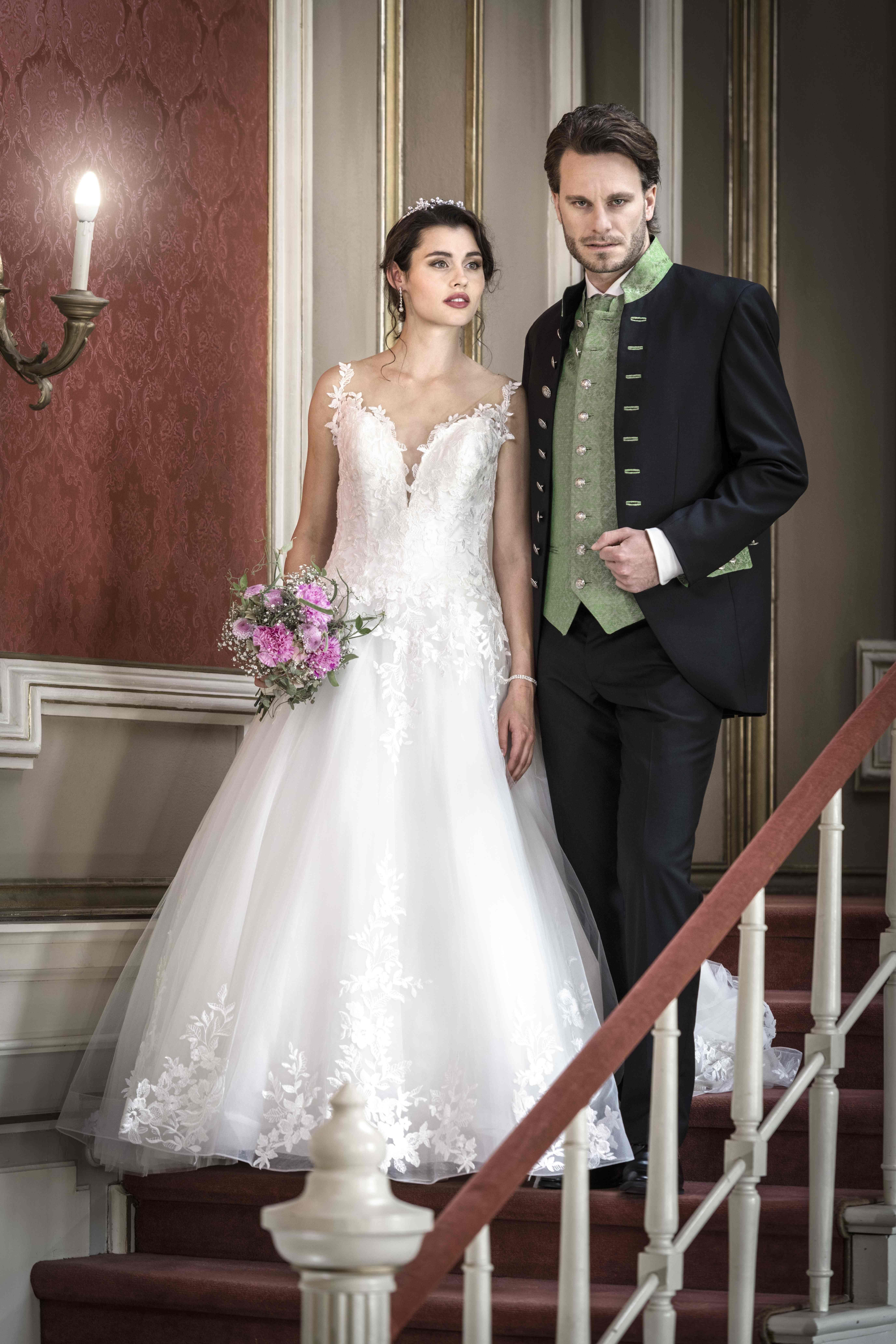 Elegantes Hochzeitspaar: Braut in weiß & Bräutigam in Tracht
