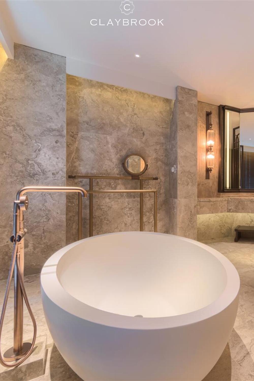 Master Bathroom Design Marble Bathroom Soaking Tub Hotel Bathroom In 2020 Bathroom Design Luxury Luxury Hotel Bathroom Bathroom Design