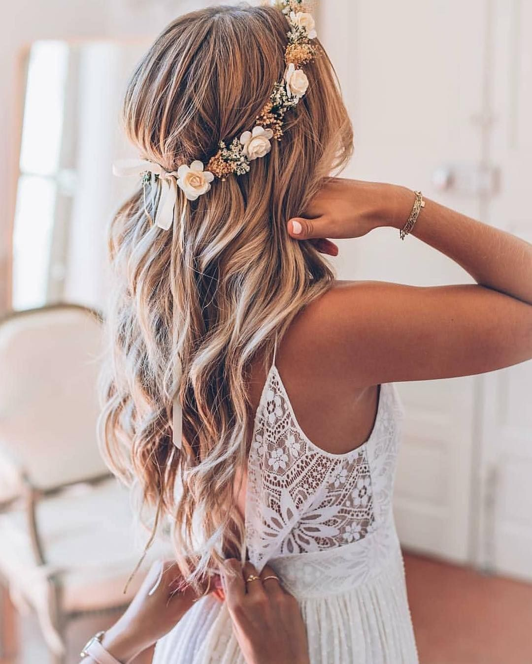 50 Most Beautiful Bridal Hair Style From Real Weddings Hairstyles Hairstyles For Medium Length Hair Flower Crown Hairstyle Hair Styles Beautiful Bridal Hair