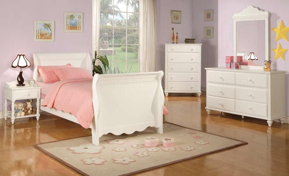Pepper Traditional White Dresser And Mirror   Dressers And Mirrors ...