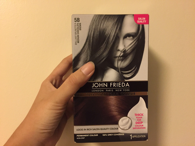 Mungkin karena saya udah pernah liat diri sendiri dengan rambut coklat dulu jadinya pas kemaren hitam