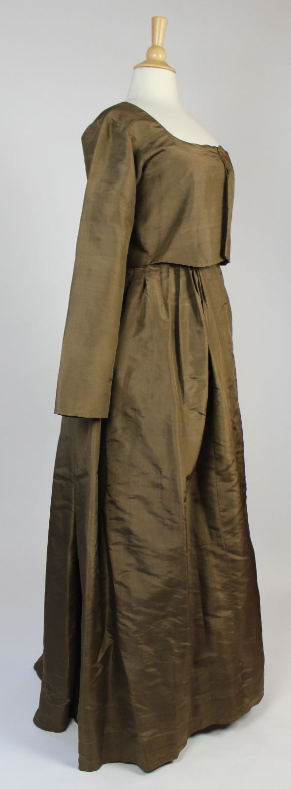 Eighteenth century golden green simple silk gown drawstring