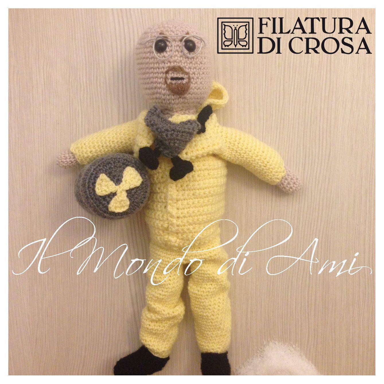 """Walter White """"Breaking Bad"""" realizzato con filato """"Zarina"""" Filatura di Crosa, Walter White Handmade crochet. Amigurumi."""