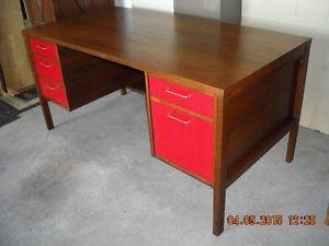 190$ - Bureau de travail vintage en bois    livraison gratuite possible Longueuil / South Shore Greater Montréal image 2
