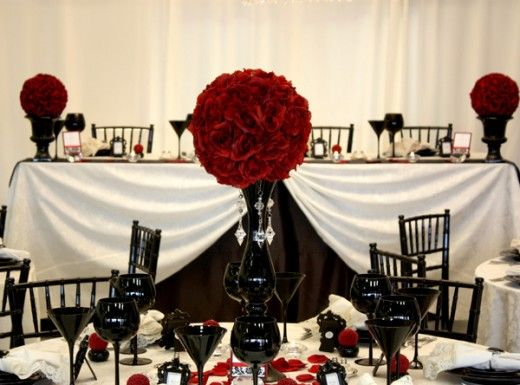 Damask Wedding Centerpieces with Red | BLACK AND RED GOTHIC WEDDING ...