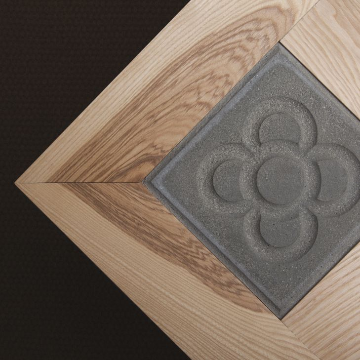 Mesa con sobre de fresno macizo de 6 centímetros de grosor hace de ...