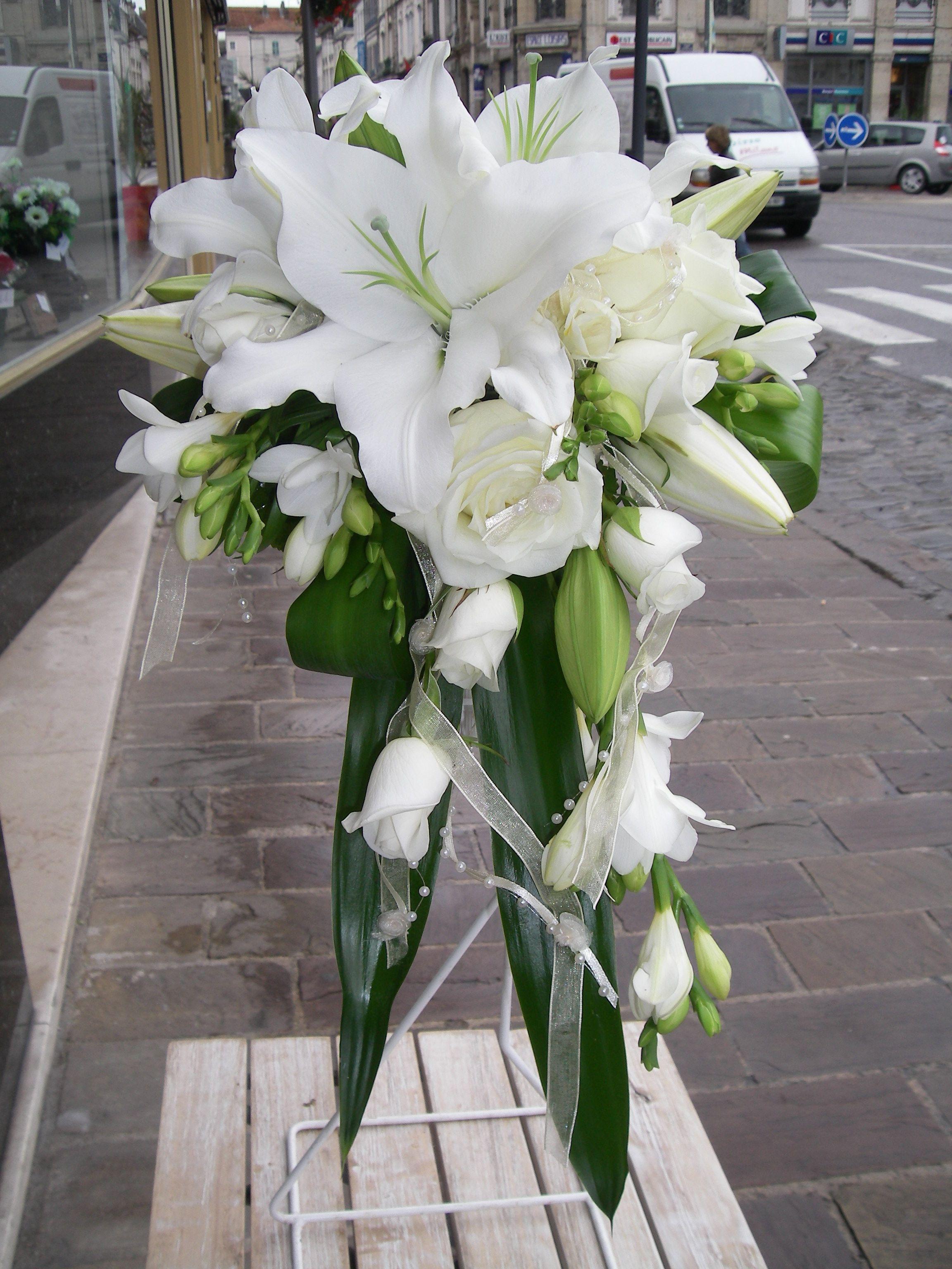 bouquet de mariée, lys, roses et fresias. | mariage en 2019 | pinterest