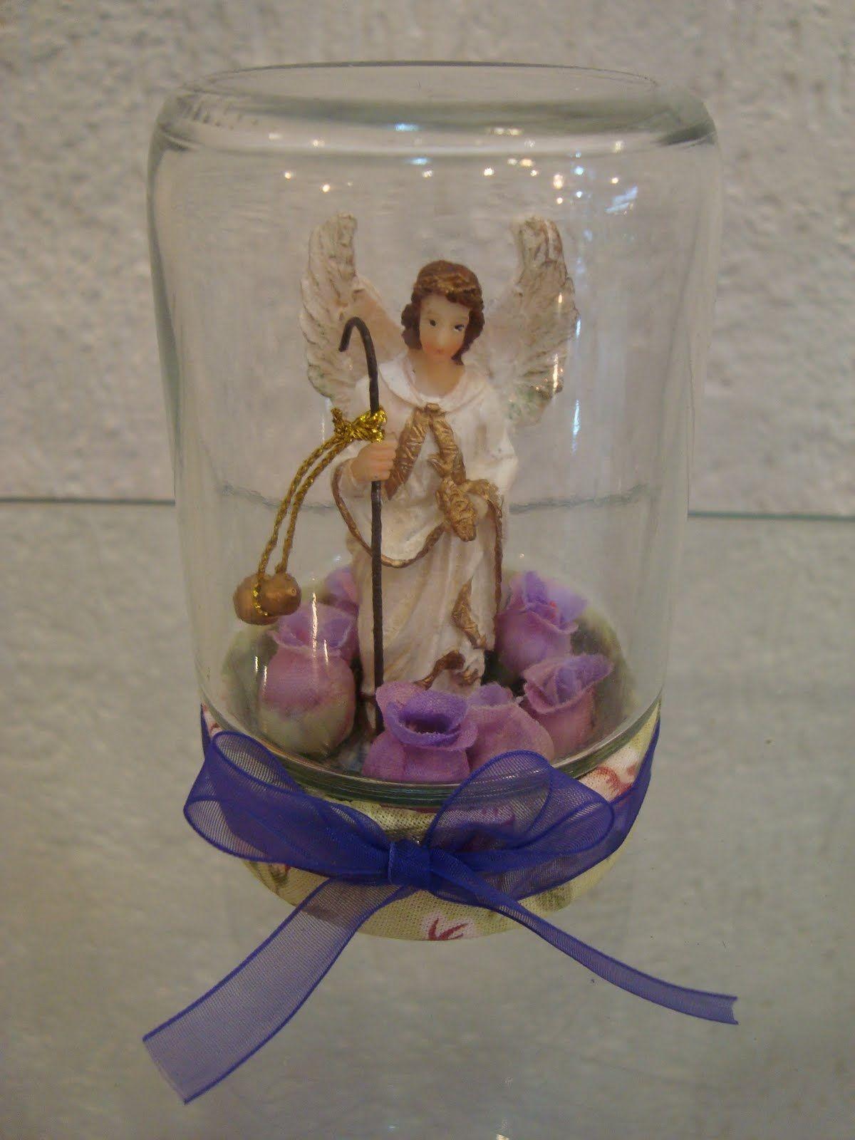 Oratórios feitos com vidro de maionese, azeitona...Não tem o passo a passo, mas acho que