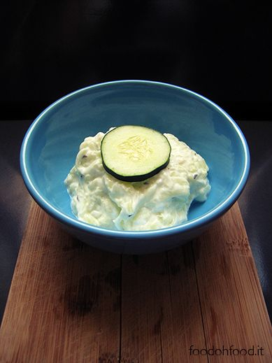 Tzatziki sauce can be used as an appetizer or a side dish. It's a very simple and refreshing recipe created with yogurt, garlic and cucumbers.