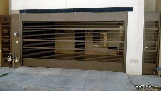 Puerta de garaje minimalista con barras horizontales portones vehiculares en 2019 gate Portones de garaje