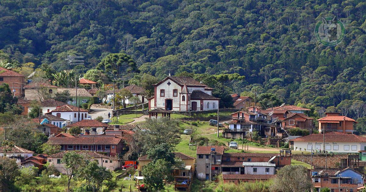 Quem ama a Vila de Conceição do Ibitipoca posta um coração ai... ❤💚💛 www. ibitipoca.tur.br | Ibitipoca, Vila