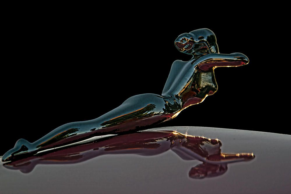 hood nude ornament lady