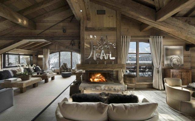 rustikale hütte-loft raum-zentraler kaminofen mit schornstein ... - Traum Wohnzimmer Rustikal