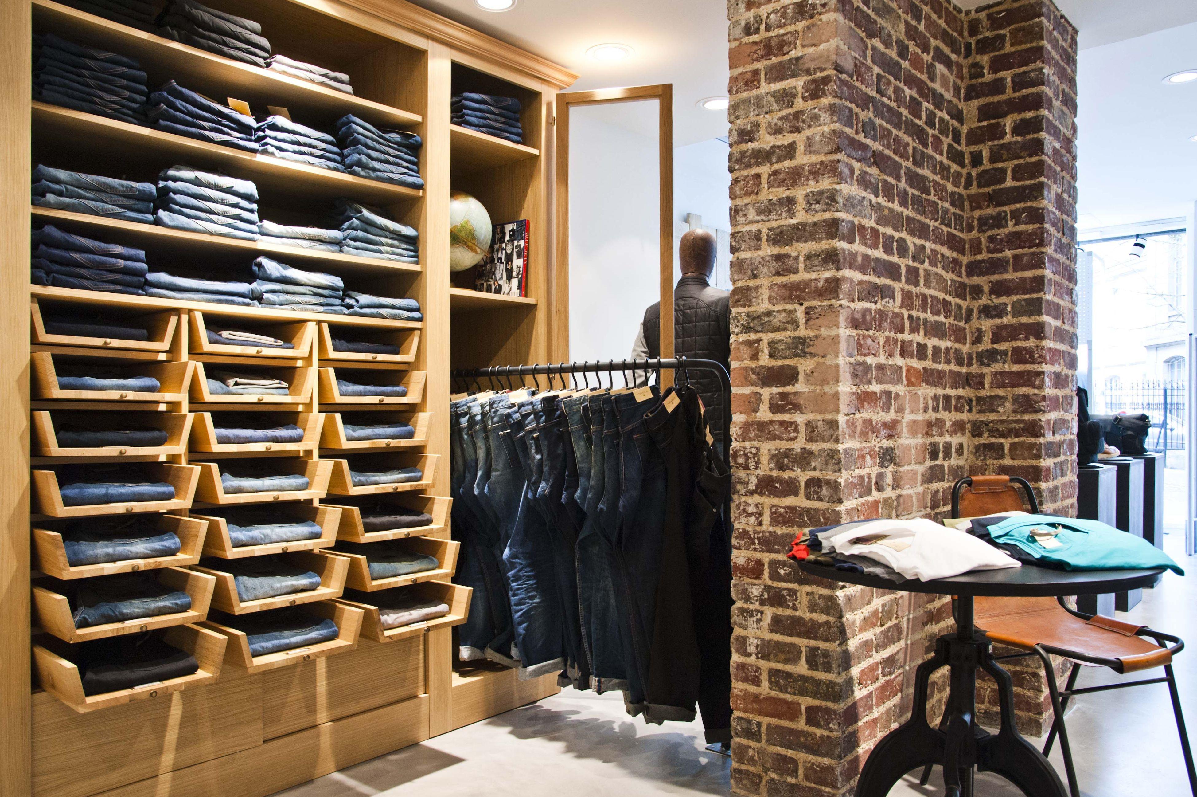 Chevignon Nouveau Concept Armoire A Jeans Mobilier Sur Mesure Groupe Lindera Mobilier Pret A Porter Mobilier Sur Mesure