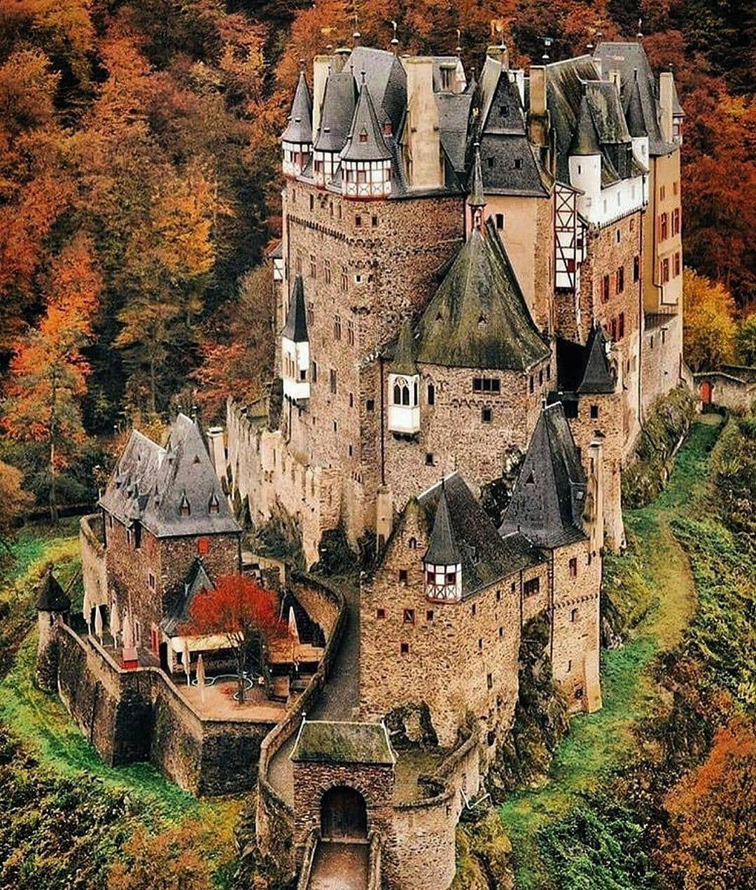 56 Vind Ik Leuks 1 Opmerkingen Castle Snaps Castle Snaps Op Instagram Eltz Castle Germany Is A Me In 2020 Germany Castles Burg Eltz Castle Beautiful Castles