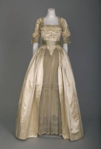 1916, America - Wedding dress by Lucile, Chicago - Organdy, Chantilly lace, satin, Valenciennes lace, whale bone, crepe chiffon