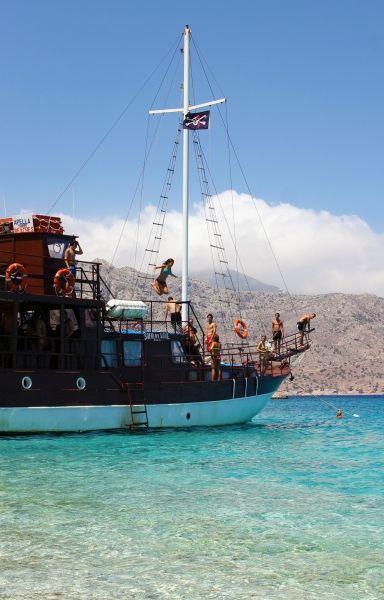 Karpathos, Apella - Jumping in the blue www.robertozedda.it