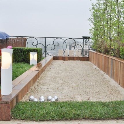 piste de jeux bocce ball court bocce court and backyard. Black Bedroom Furniture Sets. Home Design Ideas