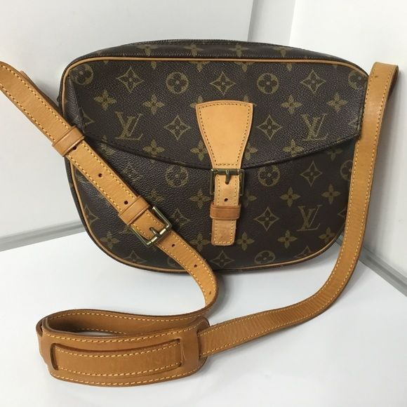 100%Authentic Louis Vuitton Vintage Jeune Fille GM 100% Authentic Louis Vuitton Monogram Vintage Jeune Fille GM with Dust Bag Crossbody Bag. Pre-Owned Bag in very good used condition no rip, no tears, no crack, no stain on the canvas, Very clean inside. No bad odor. Leather and Strap have marks, stain and sign of wear MADE IN FRANCE DATE CODE TH0911 ( January 1991 )  Please check all the pictures. -In order to avoid unnecessary return. 100% authentic or your money back- No return sold as is…