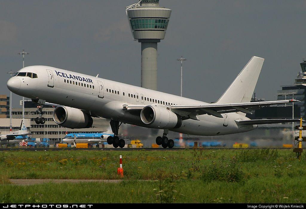 Icelandair Boeing 757-256