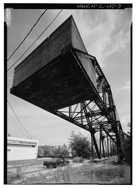 9.  LOOKING UP AT CONCRETE COUNTERWEIGHT. - Chicago, Milwaukee & St. Paul Railway, Bridge No. Z-2, Spanning North Branch Canal at North Cherry Avenue, Chicago, Cook County, IL