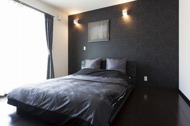 白と黒を基調にしたカッコいい家 ベッドルーム レイアウト 自宅で 家