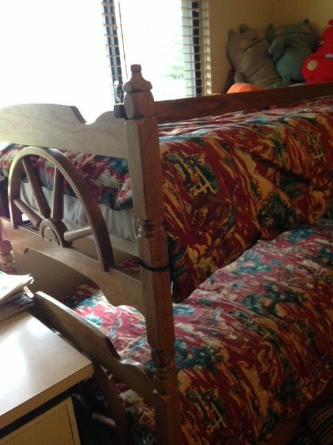 Vintage Wooden Western Wagon Wheel Bunk Bed 2 Twin