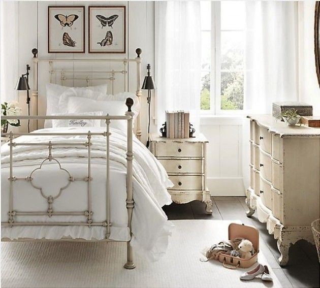 Antique Iron Bed with painting  | Reminds me of the vintage furniture I use to have in my bedroom