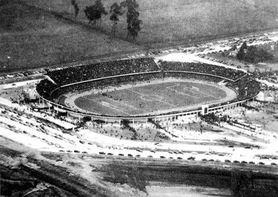 """1939 - Estadio Nemesio Camacho """"El Campín"""". Constructor Luis A. Gutiérrez / Rafael Arciniegas A. Fte: http://www.banrepcultural.org/blaavirtual/historia/bogotacd/hit7g.htm"""