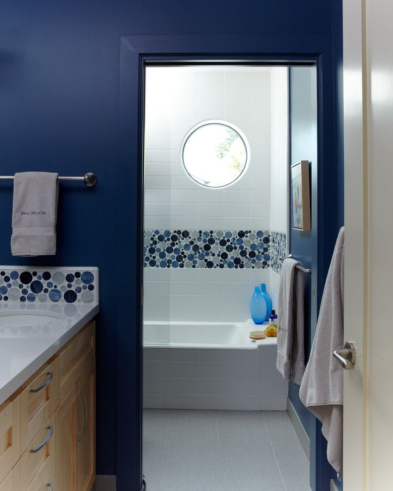 Glass Tiles In Bathroom: Glass Bubble Tile Bathroom Beach With Circular Window