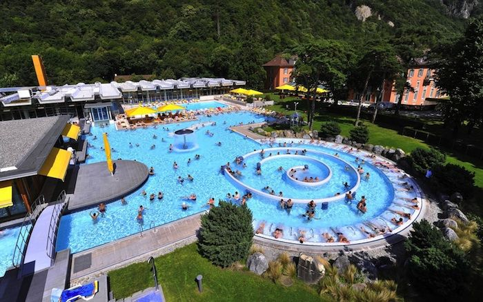 Lavey les bains hottest thermal water in switzerland for Piscine yverdon