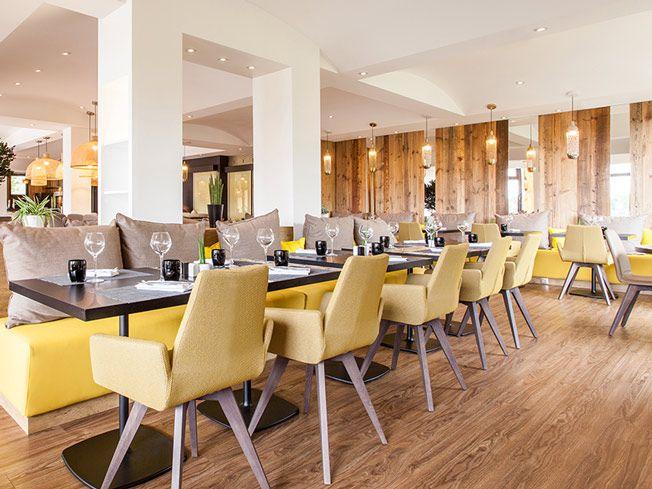 Restaurant plein de couleur décoré par l\'agence MOHA Architecture ...