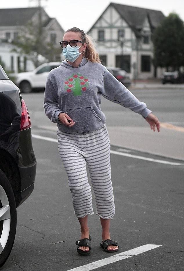 Scarlett Johansson Black Sandals Street Style Spri