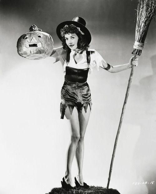 Lynn Barri c. 1940