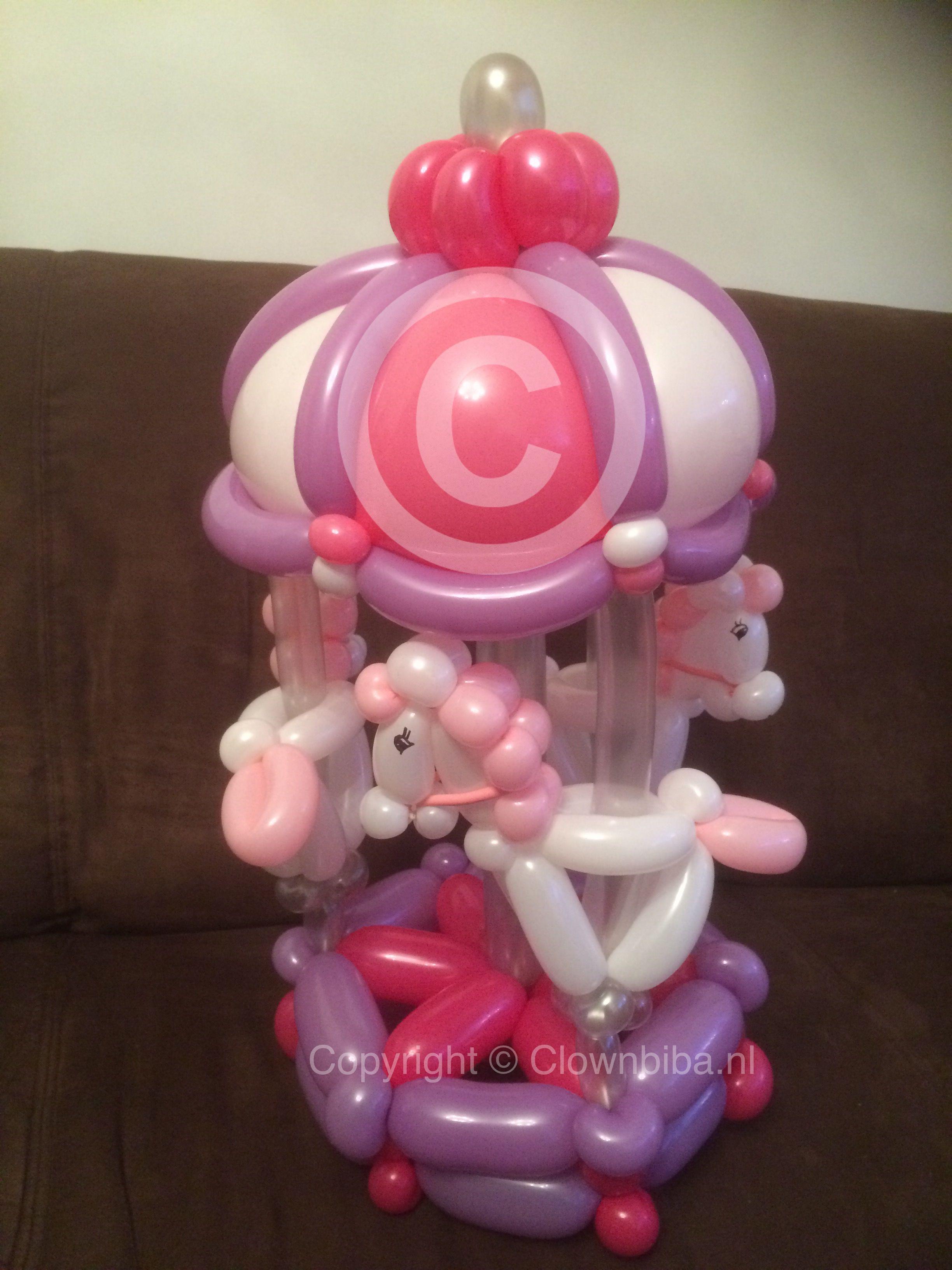 Clown Biba: Draaimolen. Gemaakt naar een voorbeeld van internet.