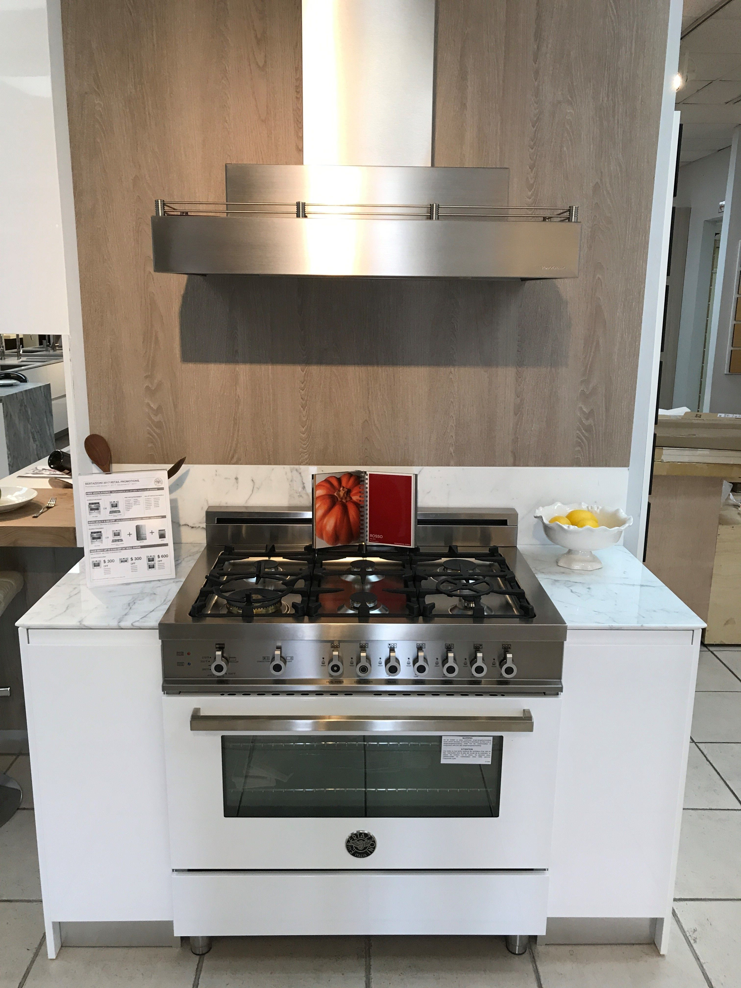 Pure White This Simple Yet Elegant Bertazzoni Professional Series 36 Gas Range Is Perfect In Either A Tradi Modern Kitchen Specialty Appliances 36 Gas Range