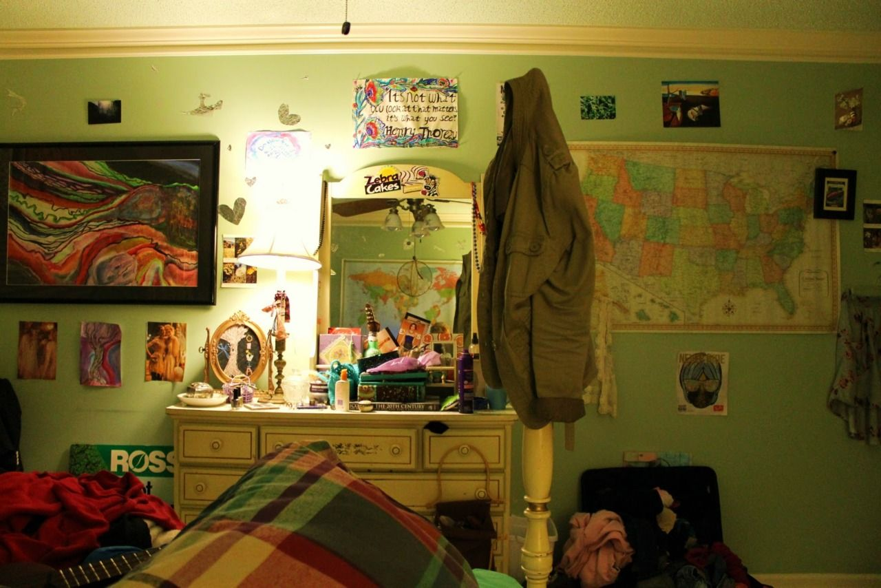 Sup! My name is Olivia. I\'m 18. This is my second teenage bedroom. I ...