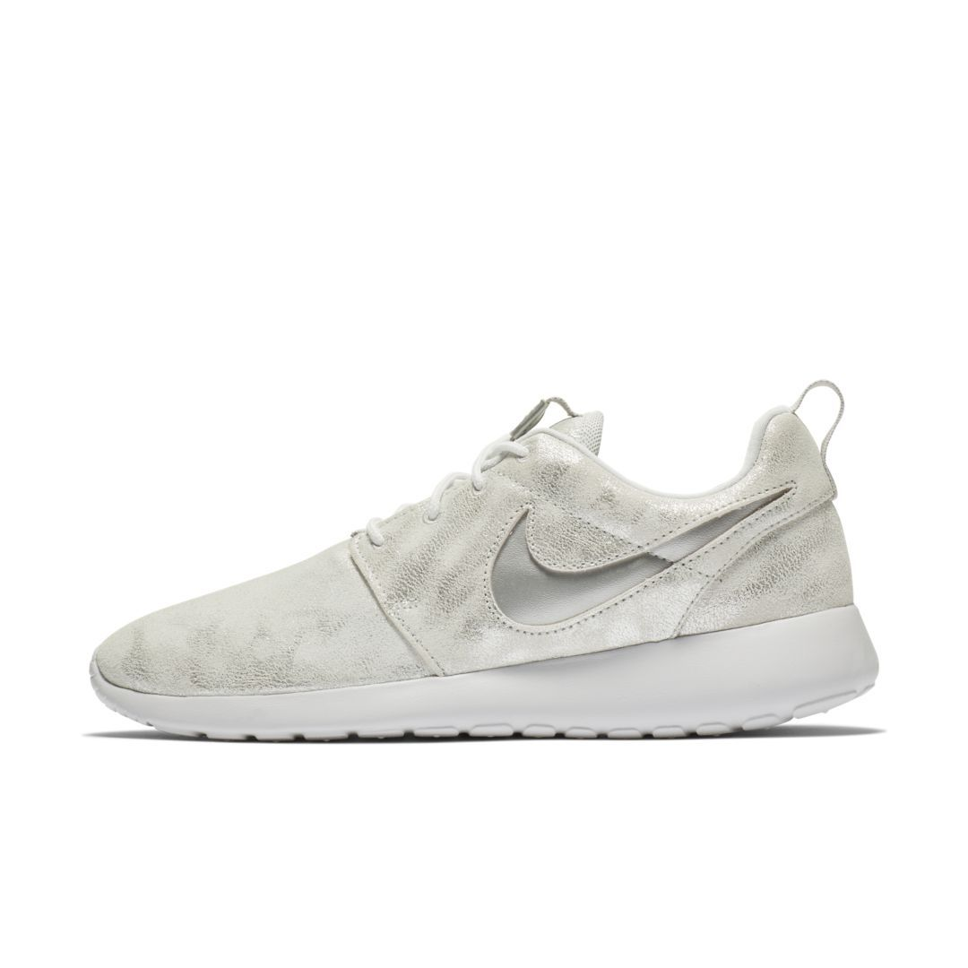 newest 8bfcf c8a7d Nike Roshe One Premium Women s Shoe Size 10.5 (Metallic Platinum)
