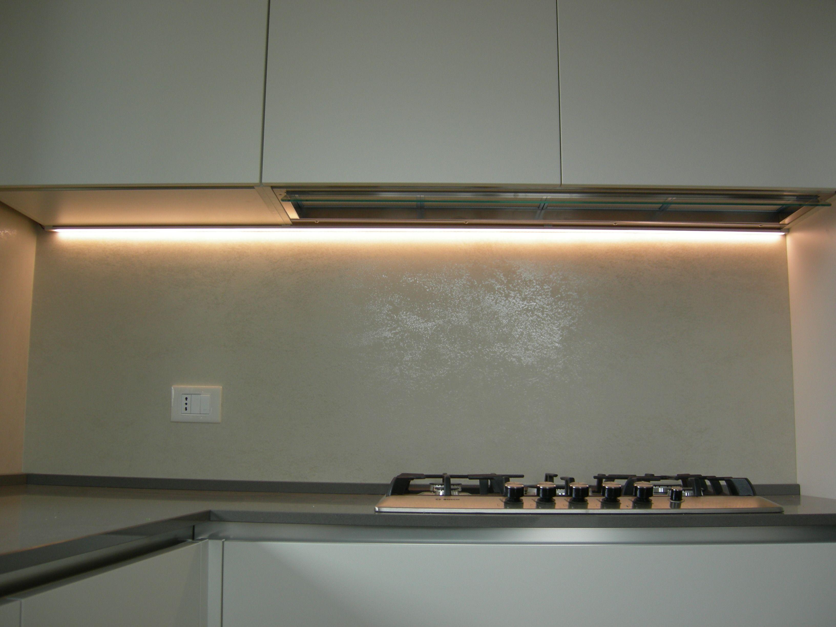 Cucina Hacker Systemat Laccato Bianco Opaco sotto pensili con luce a ...