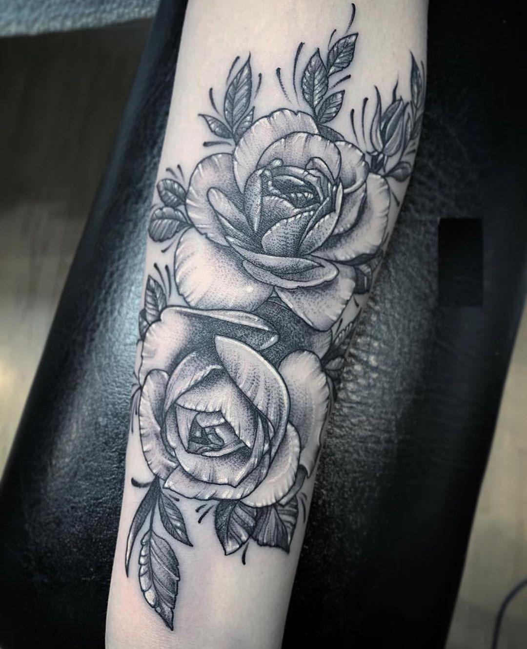 stipple roses party 🖐🌹🤘🏼. .  #flowertattoo#rose#rosetattoo#tattoo#tattooflash#blackandgrey#flowers#flowertattoos#instaflowers#instaflash#tattooart#tattoodesigns#uselesshashtag#guyswithtattoos#tattoosofinstagram#tattoostyle#bestink#instacool#tomsriverlocal#allsaintstattoonj#briandicolatattoos